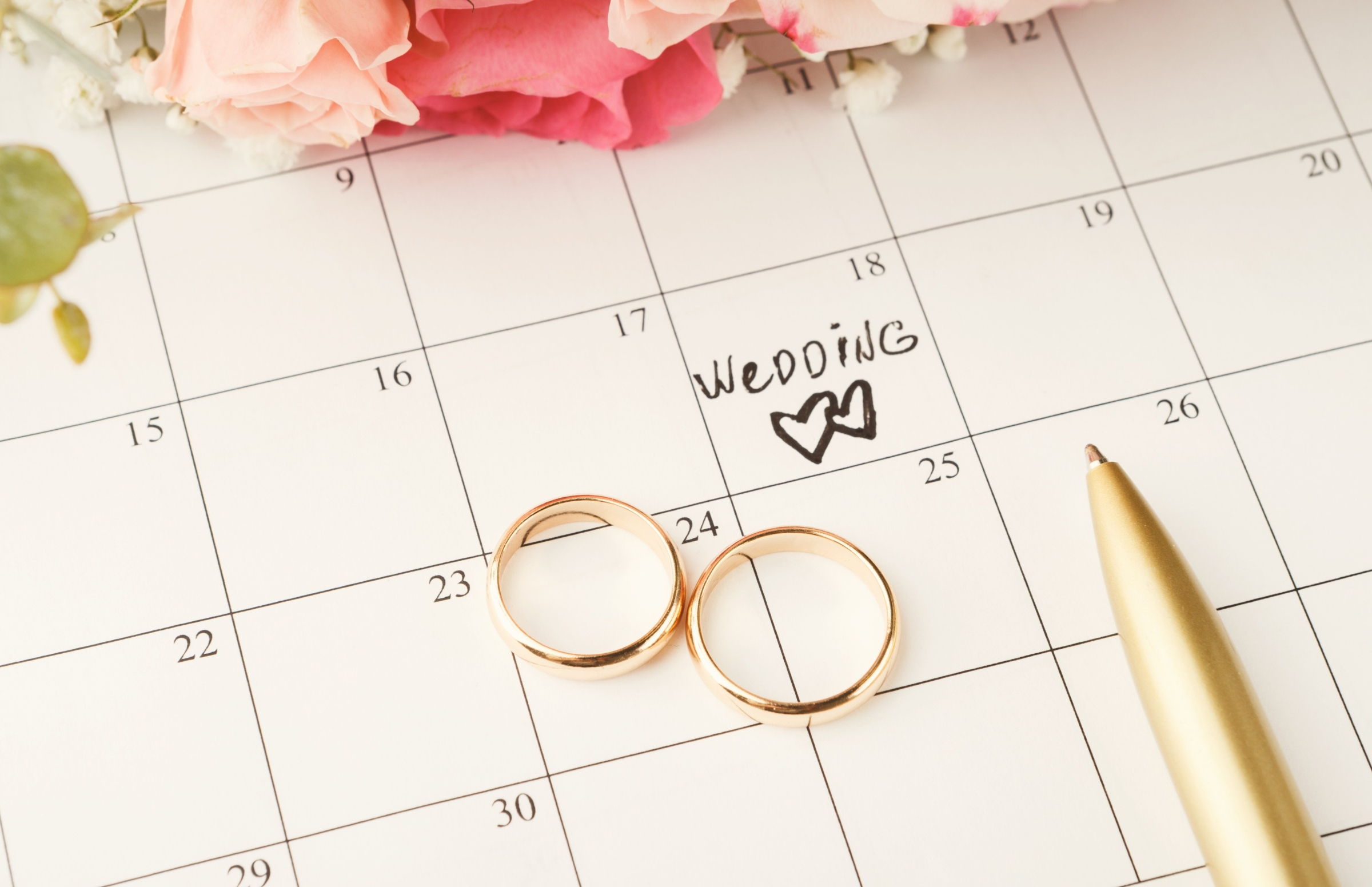 Planning calendar with gold wedding rings
